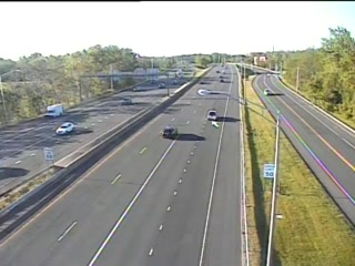 CAM 115 East Hartford RT 2 EB W/O Exit 5 - Pitkin St. (Traffic closest to the camera is traveling EAST) - USA
