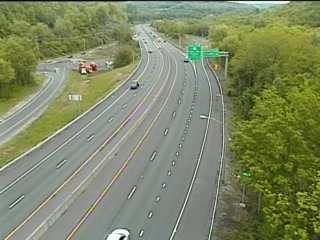 CAM 172 Naugatuck RT 8 SB Exit 29 - Waterbury Rd. (Traffic closest to the camera is traveling SOUTH) - Connecticut