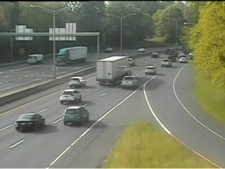 CAM 150 Danbury I-84 EB Exit 4 - Lake Ave. (Traffic closest to the camera is traveling EAST) - Connecticut