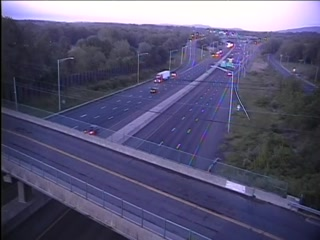 CAM 131 Cheshire I-84 EB Exit 28 - Marion Rd. (Traffic closest to the camera is traveling EAST) - USA