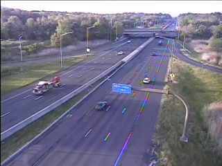 CAM 130 Southington I-84 EB Exit 28 - Meriden-Waterbury Turnpike (Traffic closest to the camera is traveling EAST) - Connecticut