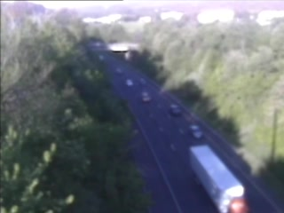 CAM 61 Southington I-84 EB W/O Exit 31 - E/O Curtis St. (Traffic closest to the camera is traveling EAST) - Connecticut