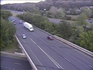 CAM 60 Southington I-84 WB Exit 32 - Rt. 10 (Queen St.) (Traffic closest to the camera is traveling WEST) - Connecticut
