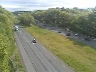 CAM 58 Southington I-84 EB W/O Exit 33 - Shuttle Meadow Rd. (Traffic closest to the camera is traveling EAST) - Connecticut