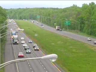 CAM 46 Farmington I-84 WB E/O Exit 36 - E/O Long Swamp Rd. (Traffic closest to the camera is traveling WEST) - Connecticut