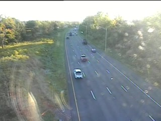 CAM 101 Rocky Hill I-91 NB S/O Exit 24 - Rt. 160 (Elm St.) (Traffic closest to the camera is traveling NORTH) - USA