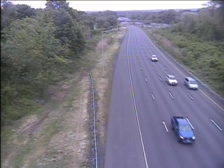 CAM 99 Rocky Hill I-91 SB N/O Exit 23 - N/O Gilbert Ave. (Traffic closest to the camera is traveling SOUTH) - USA