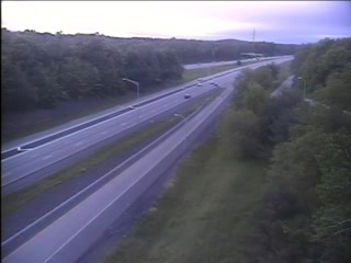 CAM 75 Windsor I-91 NB Rt. 218 (Putnam Hwy.) - I-91 NB Exit 35B (Traffic closest to the camera is traveling NORTH) - USA