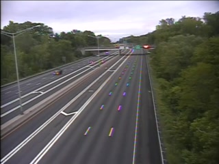 CAM 71 Windsor I-91 NB S/O Exit 38 - Pigeon Hill Rd. (Traffic closest to the camera is traveling NORTH) - USA