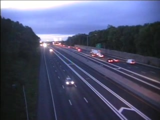 CAM 70 Windsor I-91 SB N/O Exit 37 - N/O Pigeon Hill Rd. (Traffic closest to the camera is traveling SOUTH) - USA