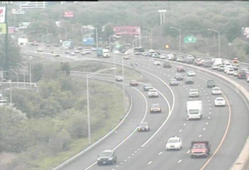 CAM 70 West Haven I-95 NB S/O Exit 42 - Allings Crossing Rd. (Traffic closest to the camera is traveling NORTH) - USA