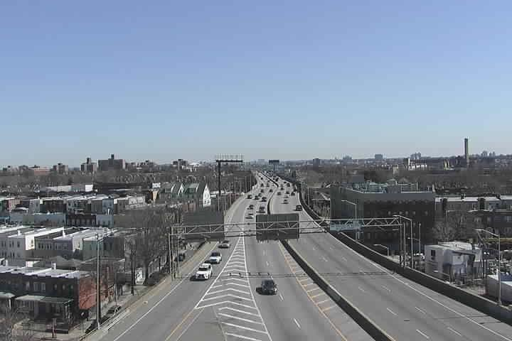 BQE33 WB at 45th St - Ex35 (670) - New York City
